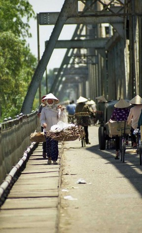 ha-noi-cuoi-the-ky-20-duoi-ong-kinh-nhiep-anh-gia-nhat-ban}